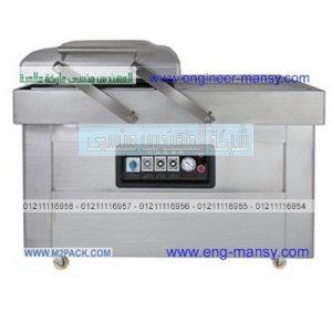 تغليف اطباق بلاستيك الشفافه بأكياس مع تفريغ الهواء بماكينه الفاكيوم لشفط الهواء